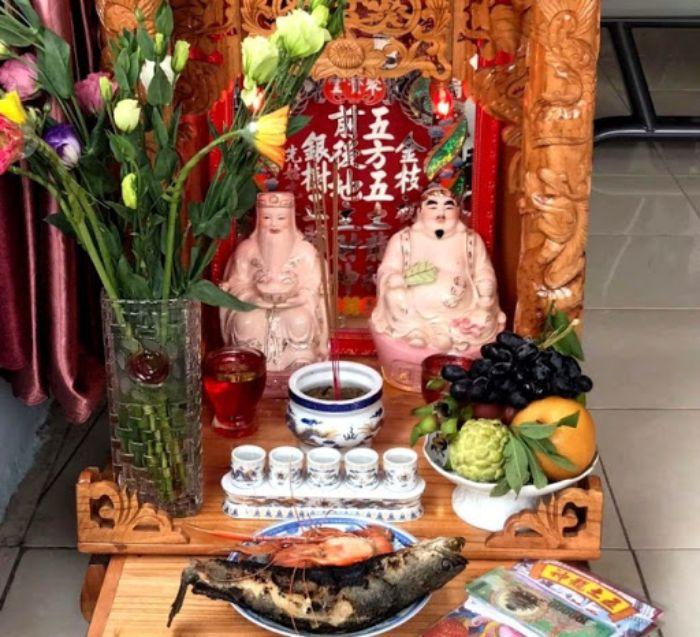 Người Việt Nam nói riêng và khu vực Châu Á nói chung văn hóa thờ cúng thần linh đã ăn sâu vào văn hóa của người dân